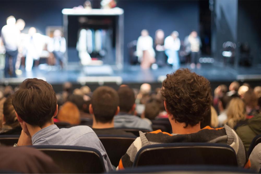 Escolares de Tercero y Cuarto Medio podrán asistir gratis al teatro por dos años