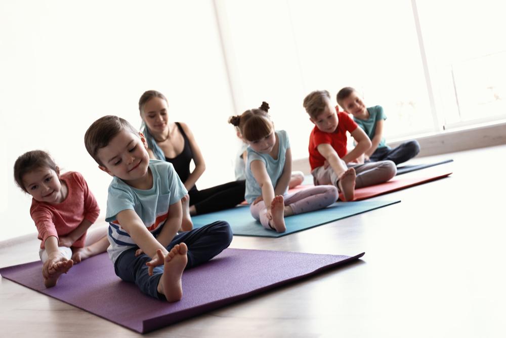 ¿Cómo podría ayudar el yoga en tu sala de clases?