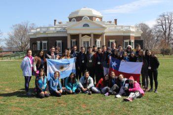 Youth Ambassadors, un programa que capacita jóvenes líderes de clase media a generar un impacto social