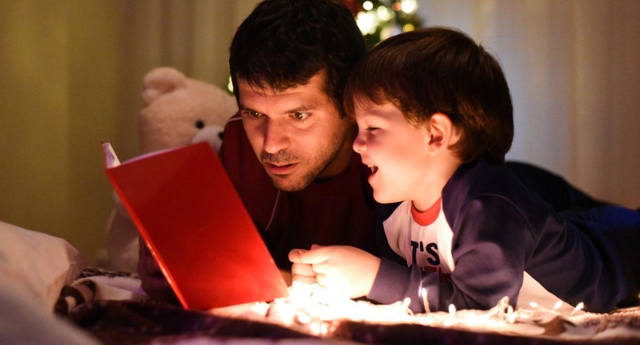 Navidad: ¿Por qué un libro es el mejor regalo para los niños?