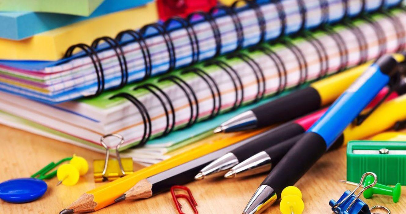 Compra de útiles escolares, una actividad que también enseña a los niños