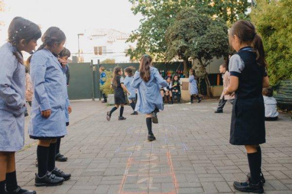 Liceo Lastarria: Primera generación con mujeres ya comenzó su año escolar