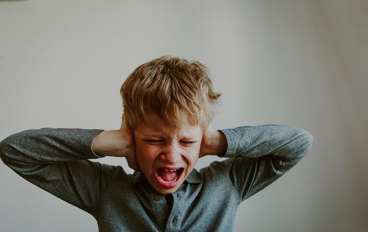 Cuatro pasos para enseñar cómo lidiar con situaciones negativas