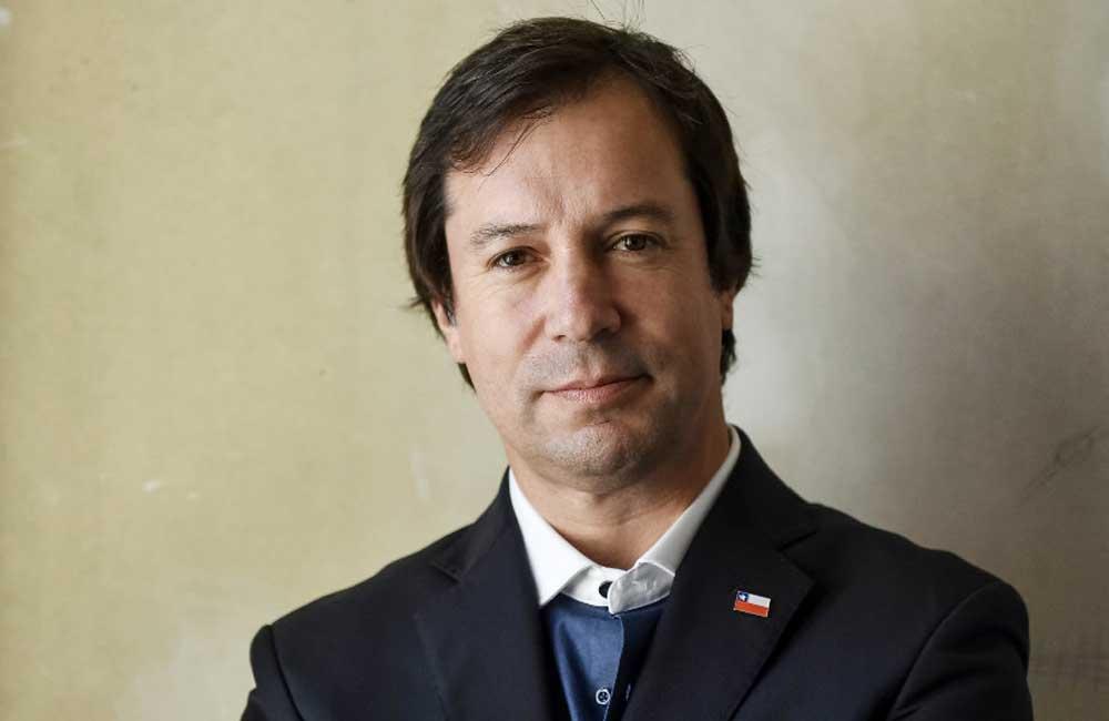 """Ministro de Economía, Lucas Palacios: """"Ser profesor, aunque sea de tus propios hijos, es un gran desafío"""""""