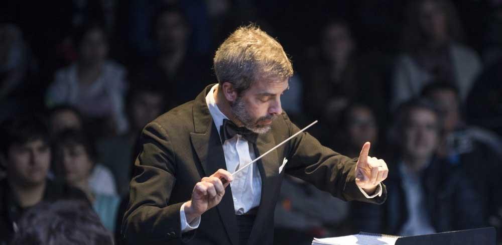 3 maneras de vivir la música en pandemia, según el pianista y director de orquesta Eduardo Browne
