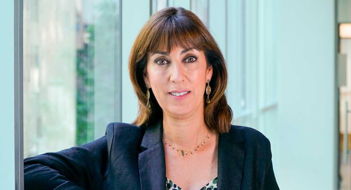 Mónica Zalaquett, Asumiendo cargos desde la básica