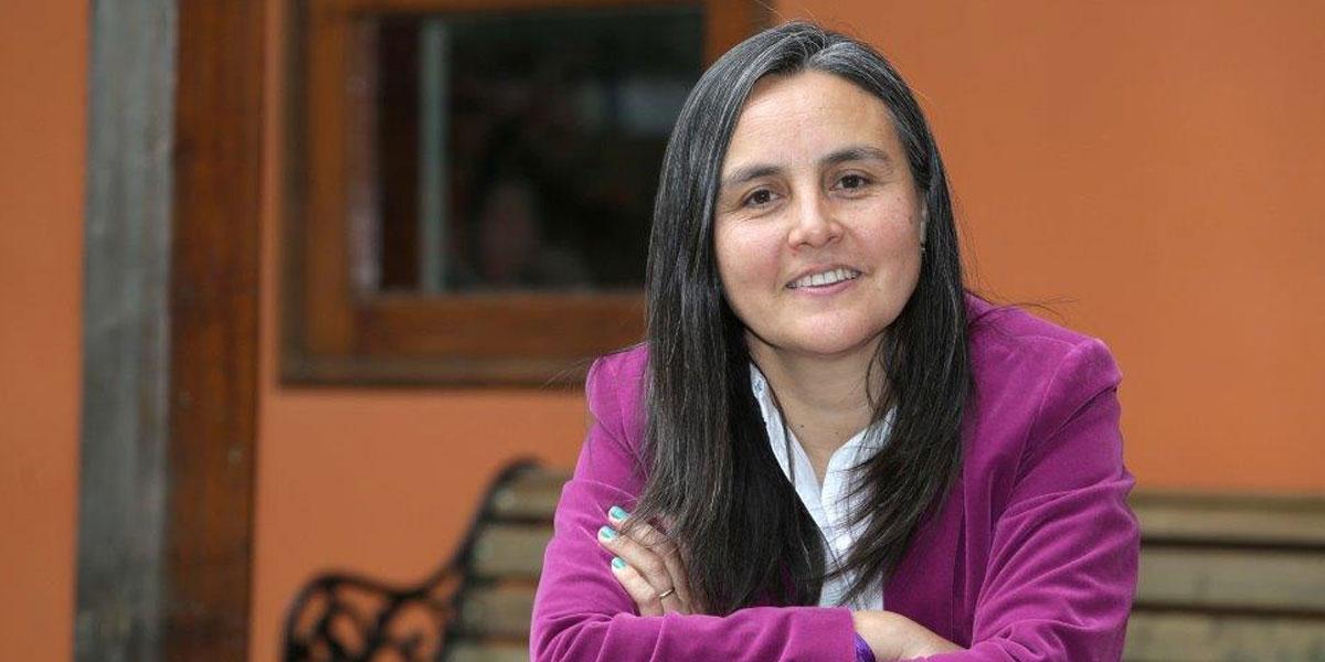 """Liliana Cortés, directora ejecutiva de Fundación Súmate """"En general, los colegios identifican a niños muy comprometidos y a otros que ya perdieron, pero el grupo que está en riesgo de desertar es muy invisible porque no tenemos el contexto social""""."""