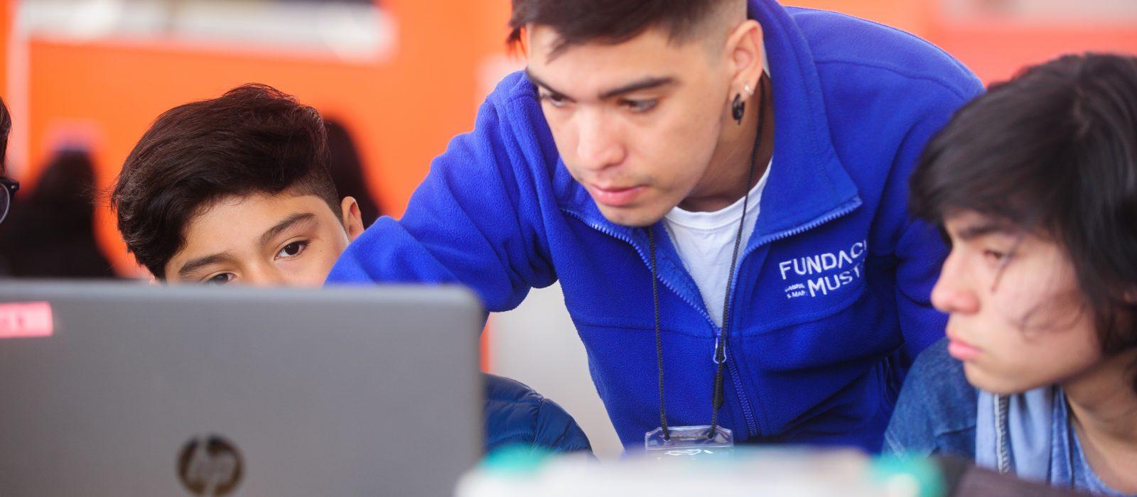 Más de diez mil estudiantes podrán aprender a programar con esta beca