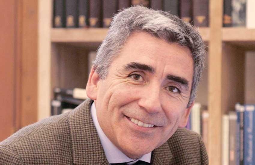 """Carlos Peña, Rector de la UDP y columnista """"Creo que hay pocas edades en la vida más proclives a las preguntas de la filosofía que la adolescencia"""""""