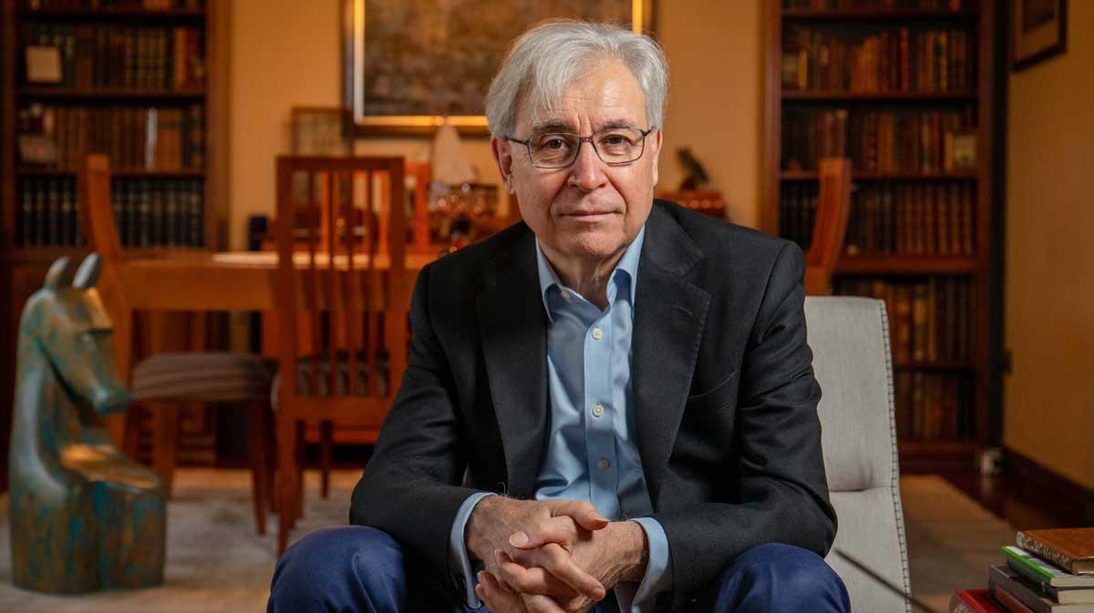 """Iván Jaksic, Premio Nacional de Historia 2020: """"La enseñanza tiene un elemento social y personal que nunca será reemplazado únicamente por las tecnologías"""""""